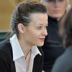 Uśmiechnięta (?) Katarzyna W. przed sądem