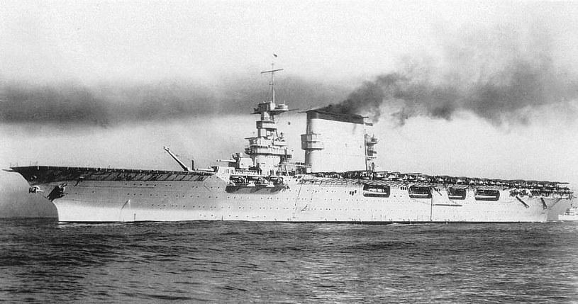 """USS """"Lexington"""" - widoczne są wieże z działami kalibru 203 mm /US NAVY /INTERIA.PL/materiały prasowe"""