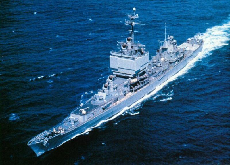 """USS """"Long Beach"""" podczas wojny w Wietnamie /US NAVY /domena publiczna"""