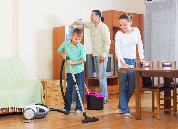 Ustal z rodziną podział obowiązków i pamietaj, żeby go przestrzegać /123RF/PICSEL
