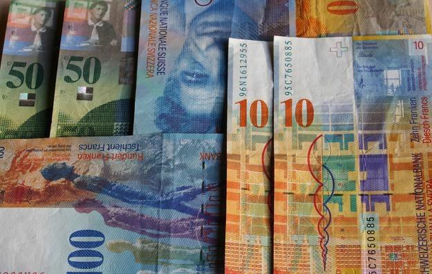 Ustawa antyspreadowa umożliwia klientom uniknięcie niekorzystnych kursów walut w bankach /© Panthermedia