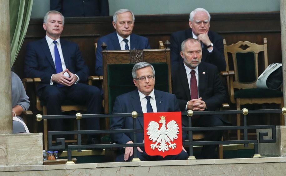 Ustępujący prezydent Bronisław Komorowski na galerii dla gości w sali plenarnej Sejmu /Rafał Guz /PAP