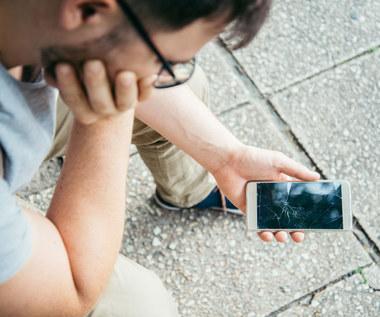 Usterki w smartfonie - czego nie obejmuje gwarancja?
