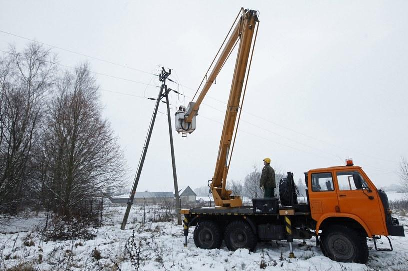 Usuwanie awarii energetycznych na Podlasiu /Artur Reszko /PAP