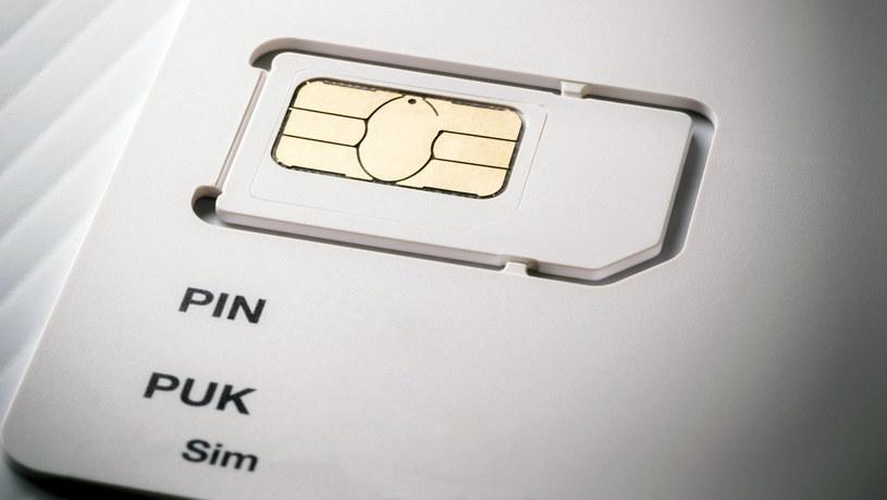 Usuwanie PIN z karty SIM - jak to zrobić? Wyjaśniamy /123RF/PICSEL