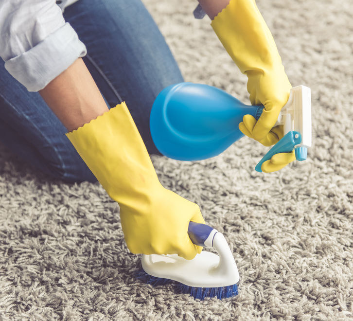 Usuwanie plam z dywanu domowymi sposobami /123RF/PICSEL