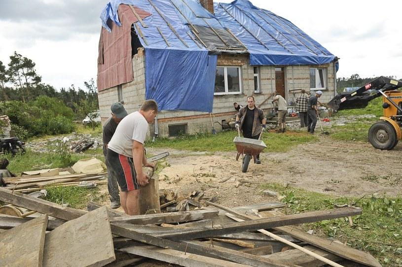 Usuwanie skutków huraganu /Piotr Lampkowski /Reporter