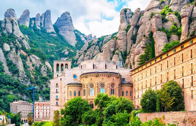 Usytowanie klasztory Montserrat robi niesamowite wrażenie /Adobe Stock