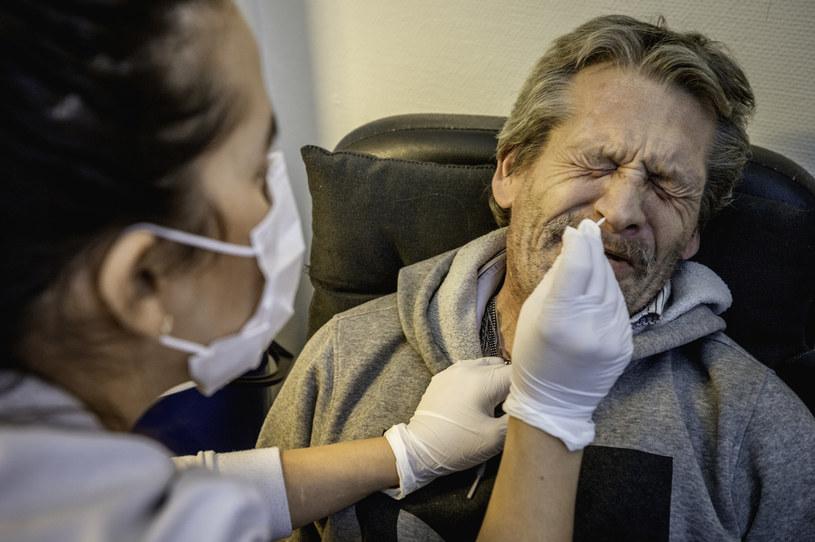 Uszkodzenie węchu i smaku może utrzymywać się u wielu osób z COVID-19 /Jonas Gratzer/LightRocket /Getty Images