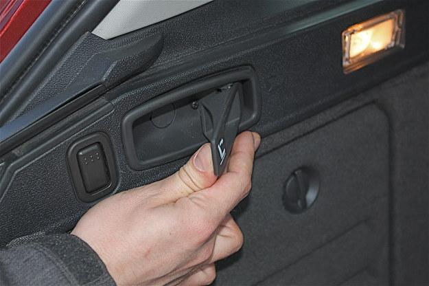 Uszkodzeniu uległ system składania siedzeń. /Auto Moto