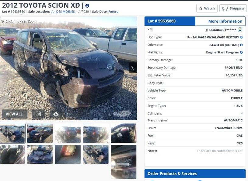 Uszkodzone auto na aukcji w USA /