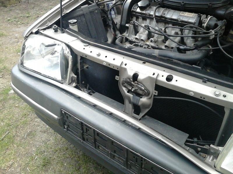 Uszkodzone Renault 19 /INTERIA.PL