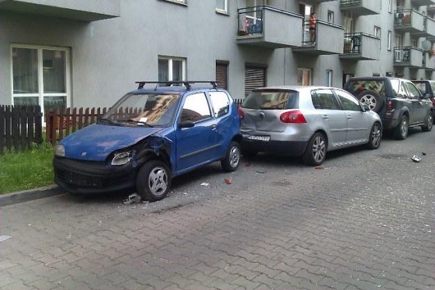 Uszkodzone samochody /Policja