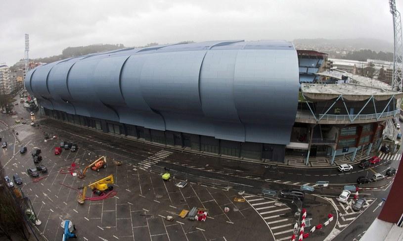 Uszkodzony dach na stadionie Balaidos w Vigo /PAP/EPA