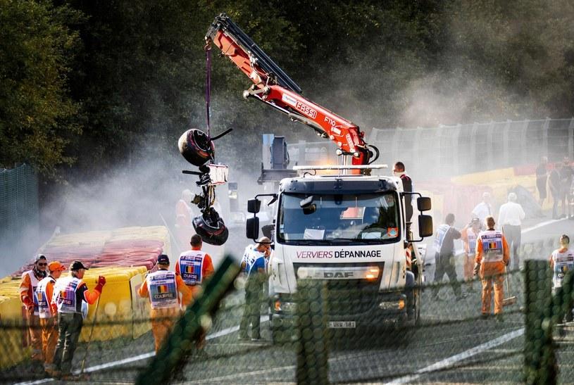 Uszkodzony samochód Juana Manuela Correi /AFP