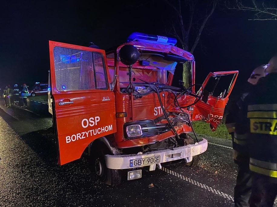 Uszkodzony strażacki wóz /KW PSP Gdańsk /PSP