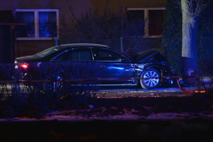Uszkodzony w wypadku rządowy samochód /LUKASZ KALINOWSKI /East News
