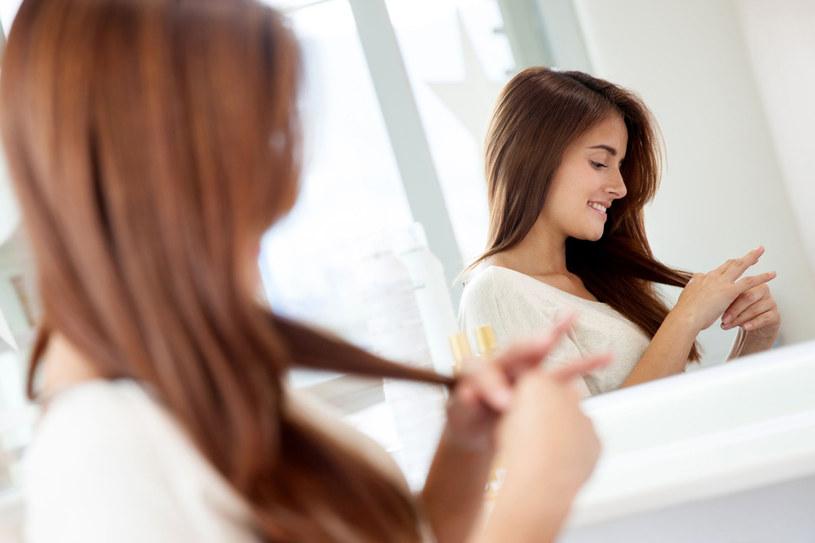 Utracie włosów sprzyja między innymi nadmiar androgenów, który prowadzi do łysienia zarówno u kobiet, jak i u mężczyzn /123RF/PICSEL
