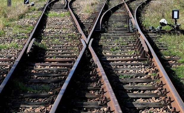 Utrudnienia kolejowe. Pociągi mają opóźnienia, gdzieniegdzie przejazd jest zablokowany
