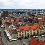 Utrudnienia we Wrocławiu. Powodem desperat na słupie wysokiego napięcia