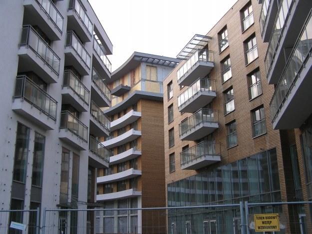 Utrzymanie domu jest prawie trzykrotnie tańsze niż mieszkania o tej samej powierzchni /INTERIA.PL