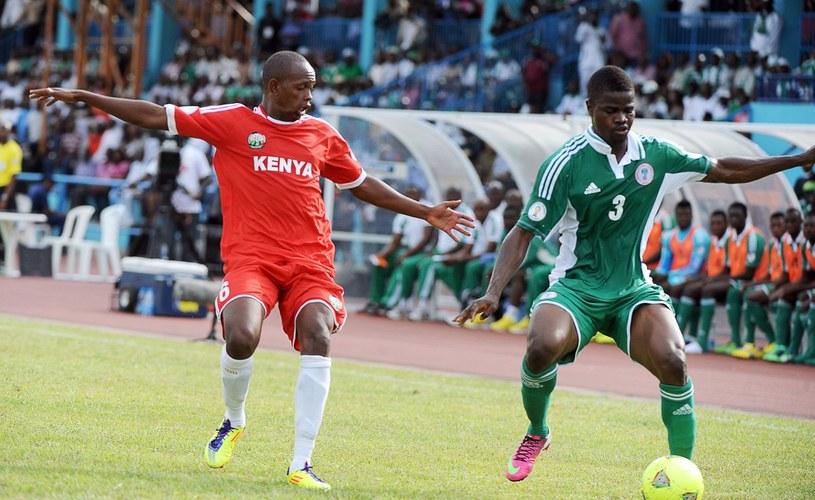 Uwa Elderson Echiejile (z prawej) w meczu reprezentacji Nigerii /AFP