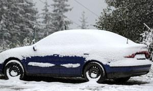 Uwaga, kierowcy! Pierwszy śnieg na drogach
