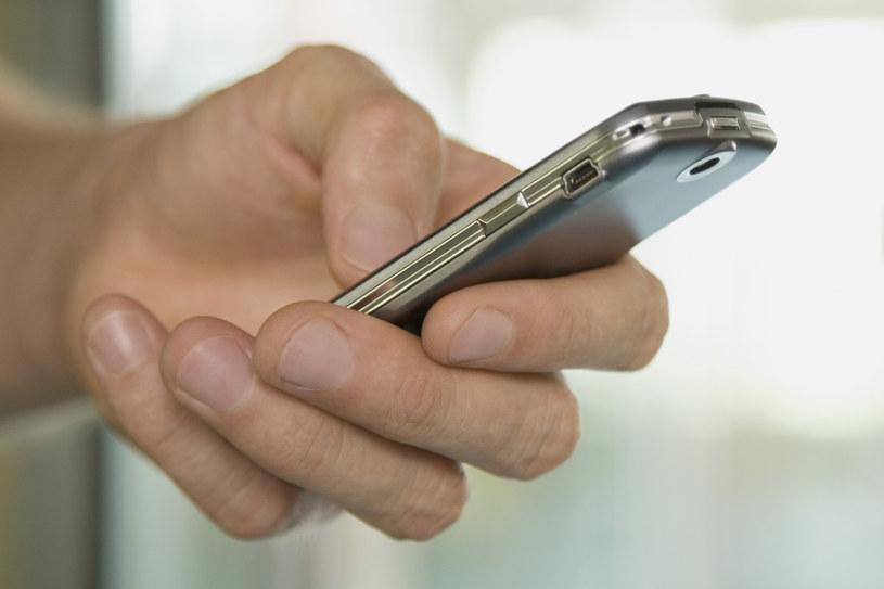 Uwaga na fałszywe SMS-y! Grożą wyczyszczeniem konta /© Glowimages