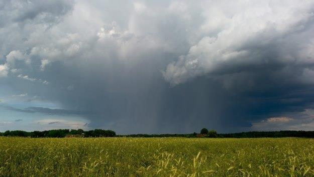 Uwaga na gwałtowne zmiany pogody /PAP/EPA