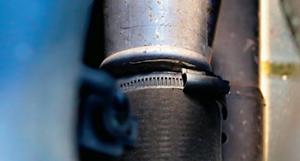 Uwaga na połączenia rur przy intercoolerze - często są nieszczelne (kapie olej). /Motor