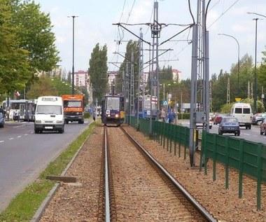 Uwaga na tramwaje i autobusy. Wiesz o tych przepisach?