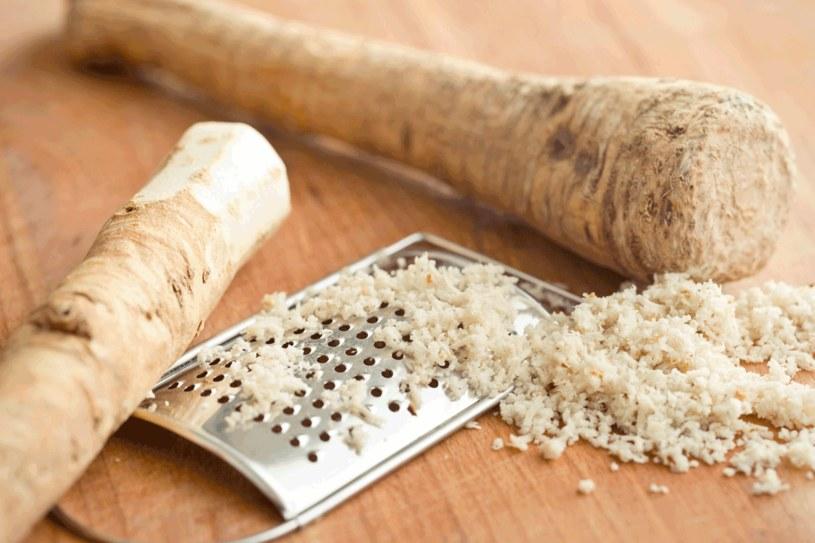 Uwaga, osoby cierpiące na marskość wątroby i stany zapalne przewodu  pokarmowego powinny uważać  na spożywanie chrzanu! /123RF/PICSEL