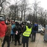 """""""Uwaga! Tu obywatele"""". Przed Sejmem odbył się protest przeciwko wyrokowi TK ws. RPO"""