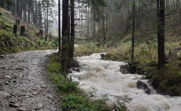 Uwaga turyści! Szlaki w Tatrach pod wodą