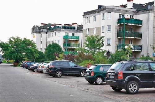 Uwaga! W strefie zamieszkania można parkować tylko na miejscach parkingowych. /Motor