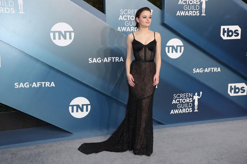 Uwagę wszystkich przykuła koronkowa, prześwitująca suknia Joey King /Leon Bennett /East News