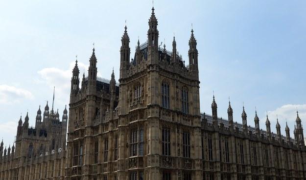 Uważa się, że dotknięcie figur byłych premierów przyniesie szczęście tym, którzy wchodzą do Izby Gmin /ANDY RAIN /PAP/EPA