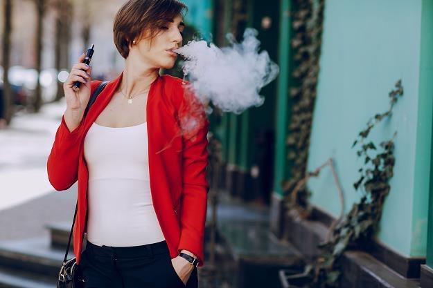 Uważaj, gdzie palisz. Możesz dostać 500 zł mandatu /©123RF/PICSEL