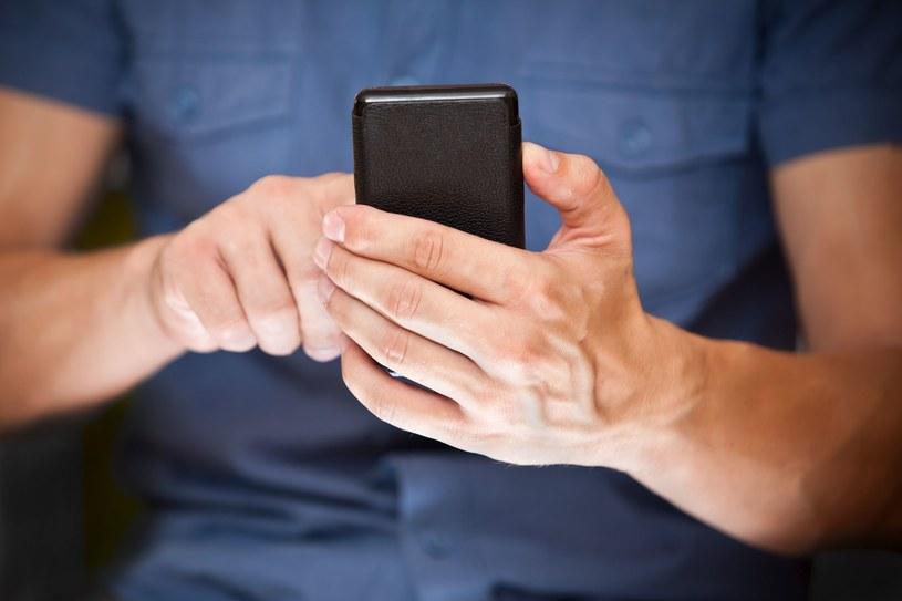 Uważaj na fałszywy SMS o kwarantannie /123RF/PICSEL