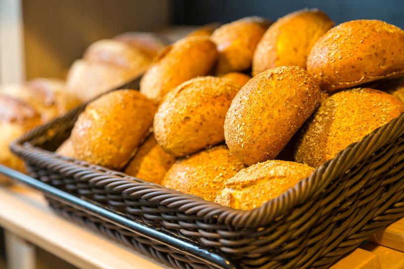 Uważaj przy zakupie chleba czy bułek. Pieczywo może zawierać szkodliwe związki /123RF/PICSEL