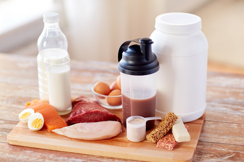 Uważnie czytaj etykiety i wybieraj odżywki z naturalnym, prostym składem /123RF/PICSEL