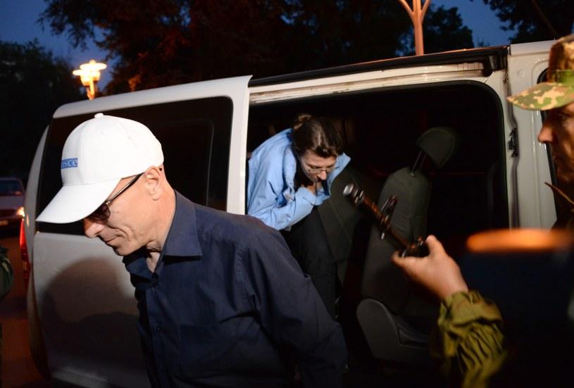 Uwolnieni obserwatorzy /PAP/EPA