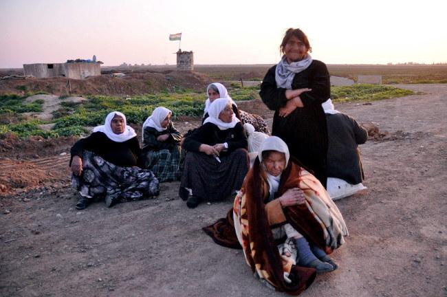 Uwolnione kobiety /KHALIL AL-A'NEI /PAP/EPA
