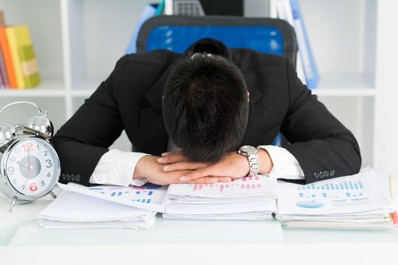 """""""Uzależnienie od pracy może być przyczyną wielu groźnych chorób"""" /123RF/PICSEL"""