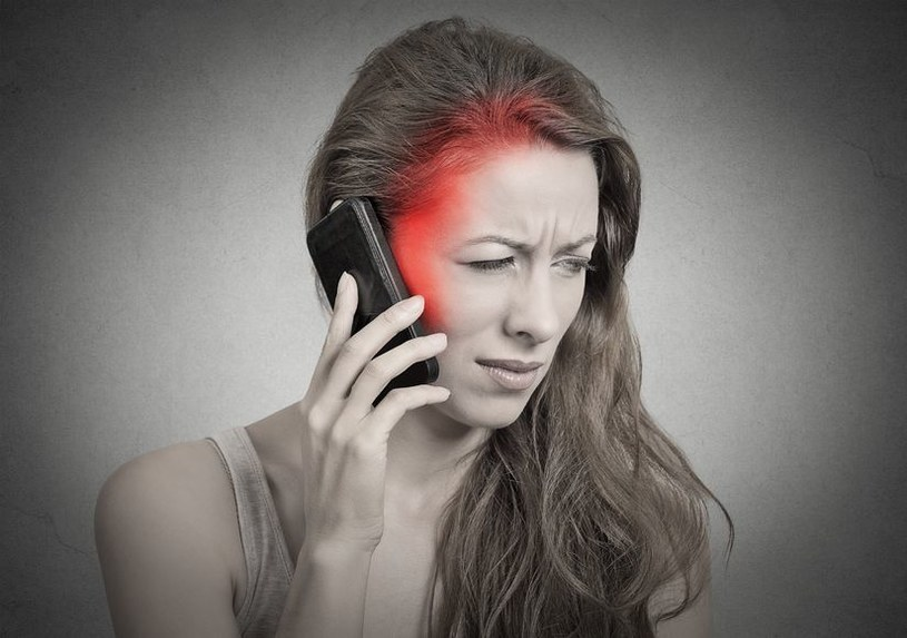 Uzależnienie od smartfona może wywołać poważne zmiany w mózgu /123RF/PICSEL