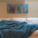 Uzależnienie od smartfona rujnuje sen. Jak z tym walczyć?