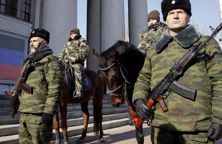 Uzbrojeni rebelianci w Doniecku /ALEXANDER ERMOCHENKO /PAP/EPA