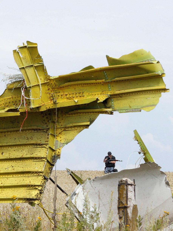 Uzbrojony rebeliant na miejscu katastrofy /ROBERT GHEMENT /PAP/EPA