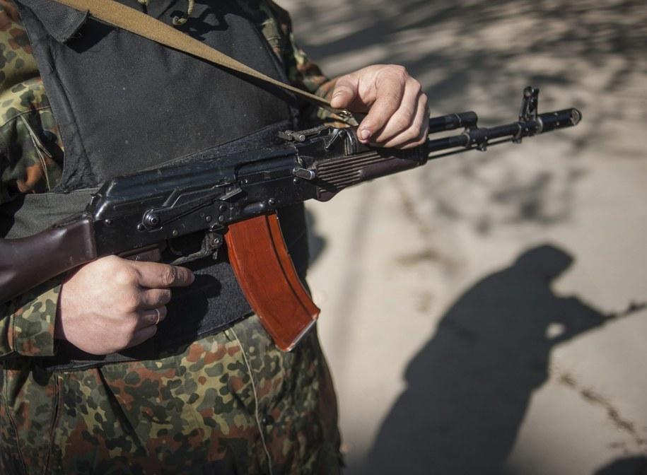 Uzbrojony separatysta /ROMAN PILIPEY /PAP/EPA