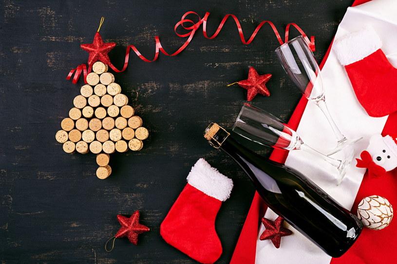 Użycie korków do przygotowania ozdób świąteczny to znakomity pomysł na recycling /123RF/PICSEL